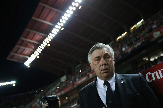 Kouč Realu Madrid Carlo Ancelotti musel skousnout v lize další porážku, Bílý balet neuspěl na hřišti FC Sevilla.