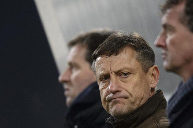 Trenér Liberce Jiří Kotrba, za ním jeho kolega Josef Csaplár.
