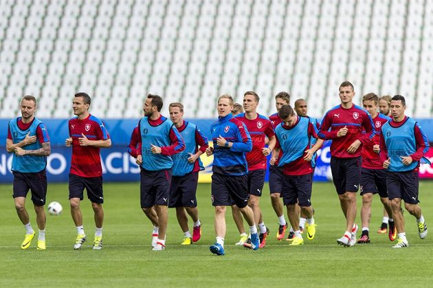 Čeští fotbalisté si ve čtvrtek zatrénovali na stadiónu v St. Étienne.