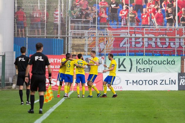 Zlín players rejoice at the goal against Brno.