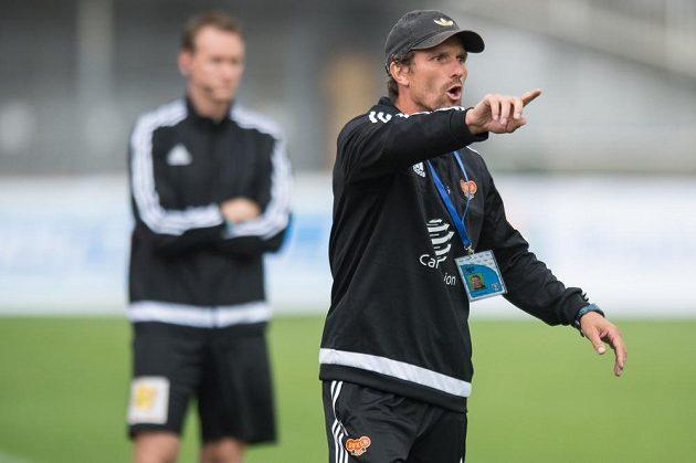 Nový trenér Dukly Praha Jaroslav Hynek během utkání s Bohemians.