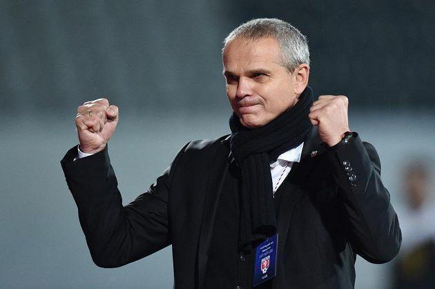 Trenér české jedenadvacítky Vítězslav Lavička se raduje z vítězství nad Belgií.