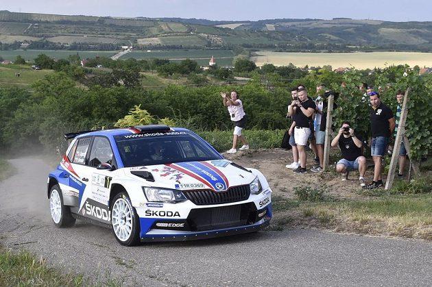 Útok na sedmé prvenství. Tovární jezdec Škody Jan Kopecký nejlépe vstoupil do Rallye Hustopeče.