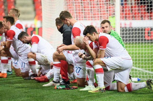 Fotbalisté Slavie Ondřej Kúdela, Miroslav Stoch, Ondřej Kolář a další po utkání se Zlínem.