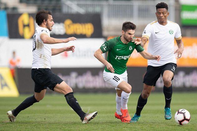 Fotbalisté Příbrami Jaroslav Tregler (vlevo) Oliver Simo a Michal Trávník z Jablonce během utkání 26. kola Fortuna ligy.