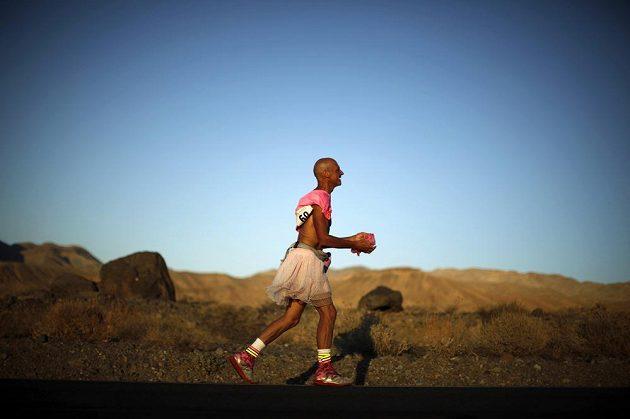 Osmapadesátiletý Keith Straw pojal ultramaratón Badwater recesisticky.