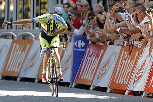 Australský cyklista Michael Rogers se raduje z vítězství v 16. etapě Tour de France.