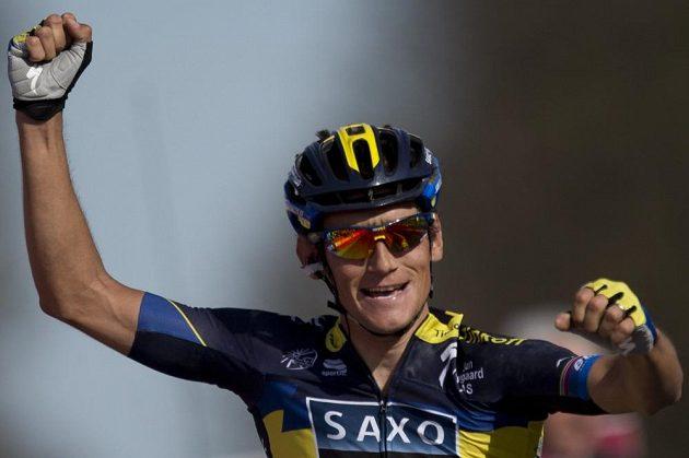 Český cyklista Roman Kreuziger se raduje z vítězství v závodu Amstel Gold Race.