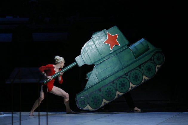 Vzpomínání na Věru Čáslavskou v Národním divadle. Připomínal se i její odpor proti sovětské okupaci.