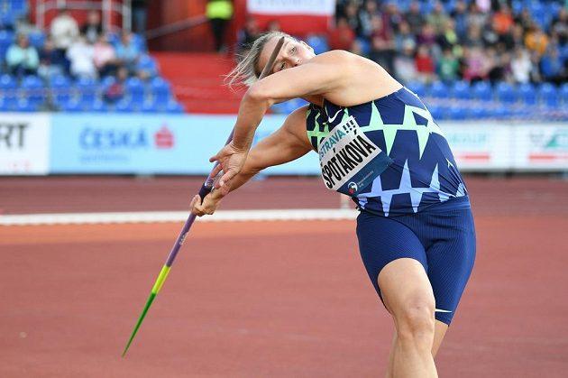 Barbora Špotáková běhe svého pokusu na Zlaté tretře