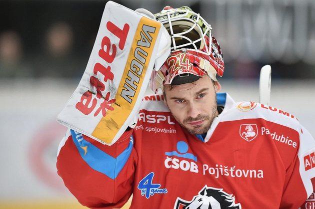 Brankář Pardubic Jaroslav Hübl v utkání v Mladé Boleslavi.