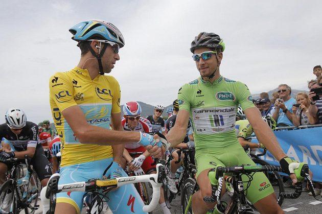 Ital Vincenzo Nibali se Slovákem Peterem Saganem před startem 15. etapy Tour.
