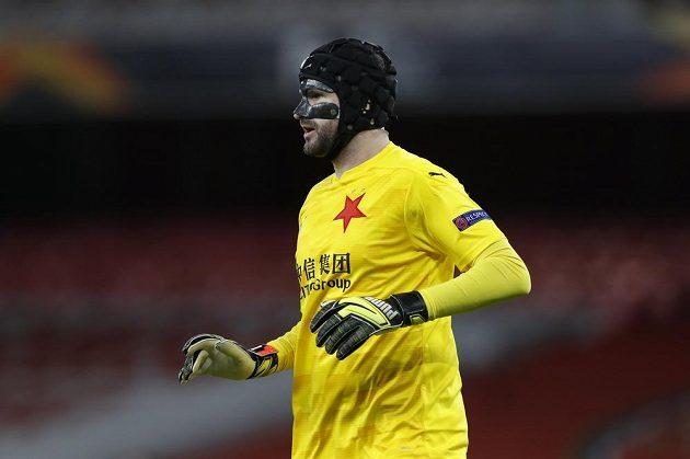 Ondřej Kolář s ochrannou maskou během zápasu s Arsenalem