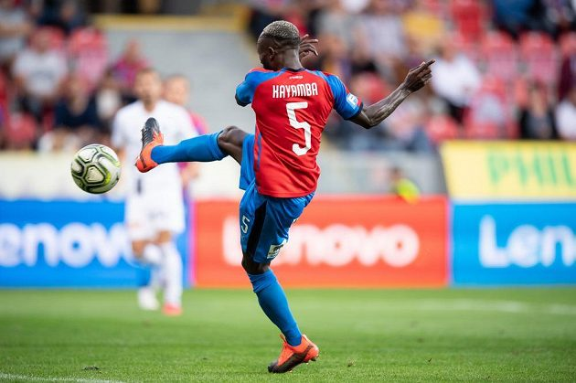 Joel Kayamba z Plzně takhle dával na 1:1 proti Olomouci.
