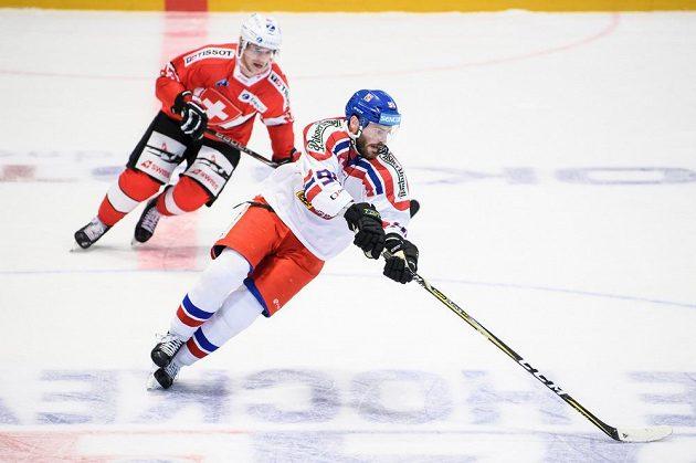 Český útočník Robert Kousal během utkání se Švýcarskem.