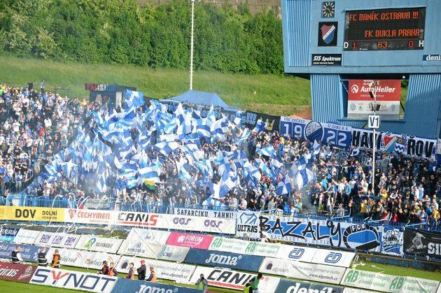 Fanoušci Baníku při posledním ligovém zápase na Bazalech.