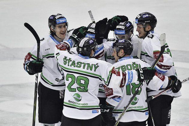 Hráči Mladé Boleslavi se radují z rozhodujícího gólu.