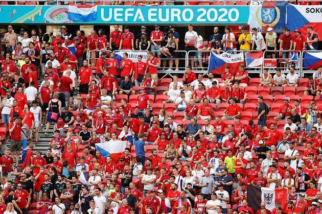 Čeští fanoušci v hledišti Puskás Arény před duelem s Nizozemskem