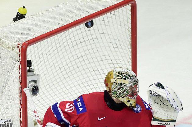 Norský brankář Lars Haugen dostává gól od Michala Řepíka.