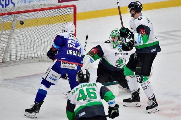 Brankář Mladé Boleslavi Gašper Krošelj inkasuje gól.