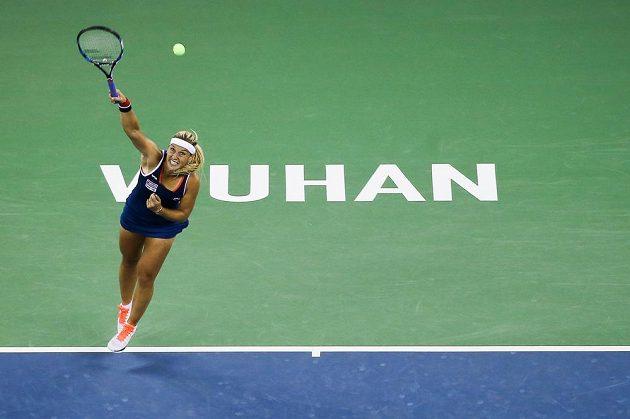 Slovenská tenistka Dominika Cibulková v zápase s Karolínou Plíškovou v osmifinále turnaje ve Wu-chanu.