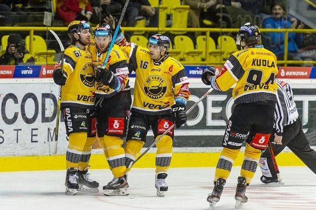 Litvínovská radost! Hokejisté Marek Baránek, Tomáš Pospíšil, František Lukeš a Patrick Kudla se radují z gólu.