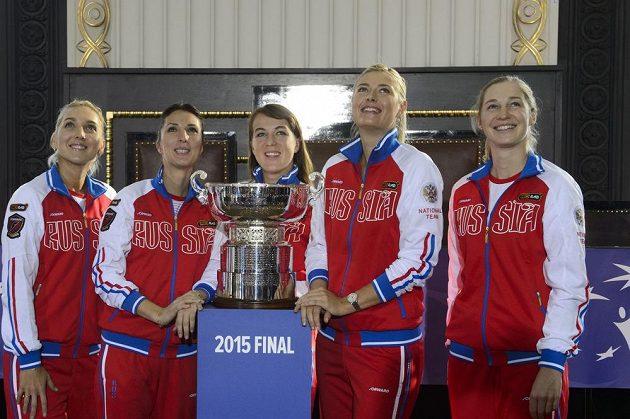 Ruský tým tenistek ve složení zleva Jelena Vesninová, kapitánka Anastasia Myskinová, Anastasija Pavljučenkovová, Maria Šarapovová a Jekatěrina Makarovová.