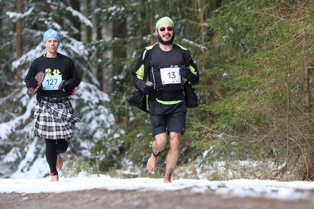 Závodu se zúčastnili oba známí bosí běžci Zahálka a Findeis.