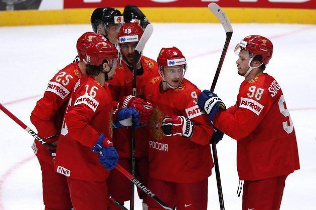 Radost ze vstřeleného gólu na mistrovství světa v podání ruských hokejistů.