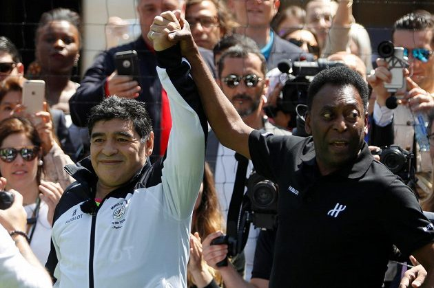 Diego Maradona a Pelé se usmířili.