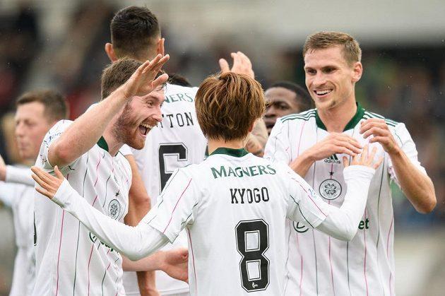 Fotbalisté Celtiku oslavují gól během utkání 3. předkola Evropské ligy v Jablonci.