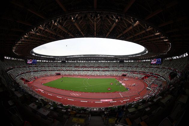 Na olympijském stadionu v Tokiu je vše připraveno, atletické soutěže mohou začít.