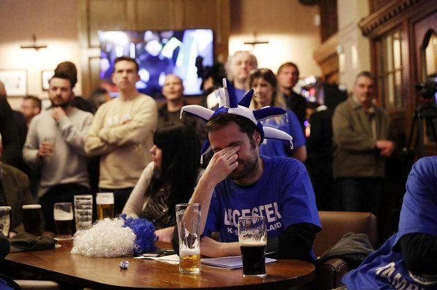 Fanoušci Leicesteru v hospodách nejprve byli z vývoje utkání Chelsea - Tottenham smutní.
