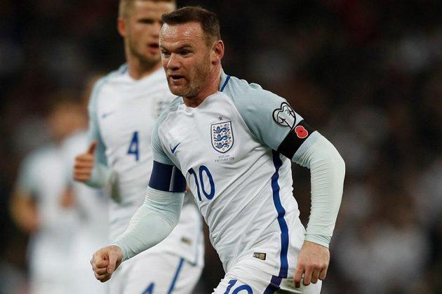 Wayne Rooney v anglickém dresu při kvalifikačním utkání se Skotskem.