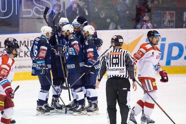 Radost hokejistů Plzně po vstřelení gólu.