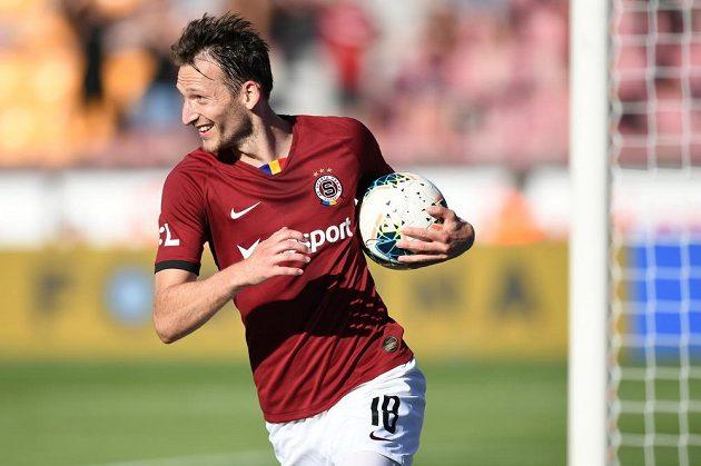 Rozesmátý útočník Sparty Libor Kozák poté, co vstřelil gól v utkání nejvyšší soutěže.