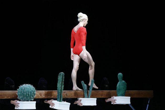 Baletní gymnastická férie při vzpomínání na Věru Čáslavskou v Národním divadle.