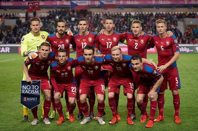 Český tým před utkáním kvalifikace ME s Turky.