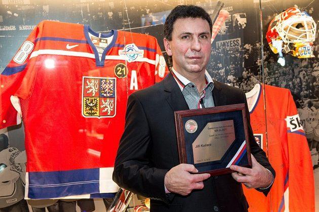 Bývalý útočník Jiří Kučera byl ve čtvrtek uveden do Síně slávy českého hokeje.