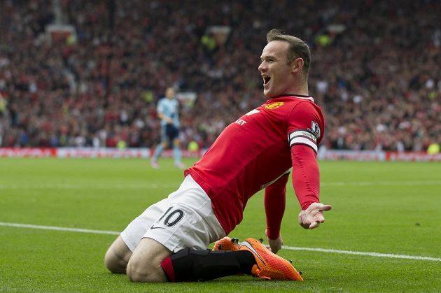 Útočník Manchesteru United Wayne Rooney slaví gól proti West Hamu v zápase 6. kola Premier League.
