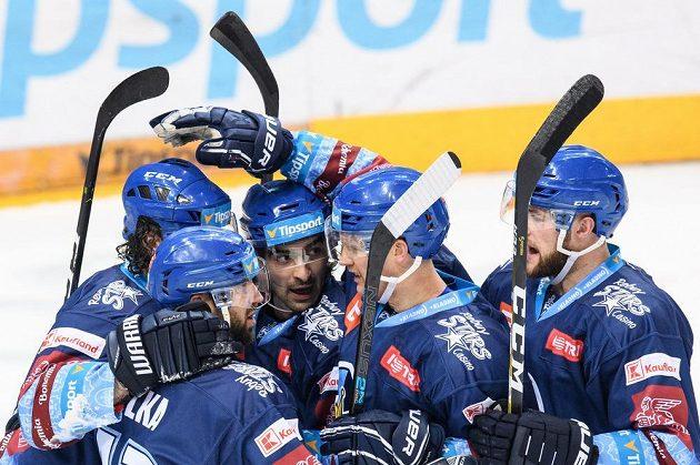 Hokejisté Kladna oslavují gól na 2:4 během utkání Tipsport extraligy na ledě Sparty.