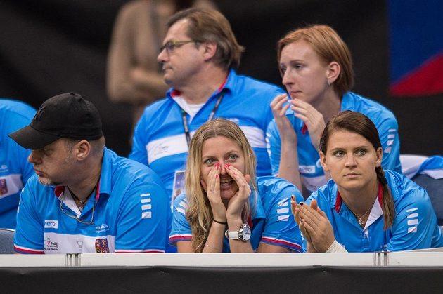 Petra Kvitová a Lucie Šafářová (vpravo) během finále Fed Cupu v Praze.