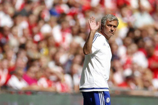 Trenér Chelsea José Mourinho zdraví fanoušky.