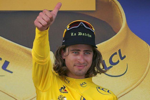 Peter Sagan jede na Tour stále ve žlutém trikotu vedoucího závodníka.