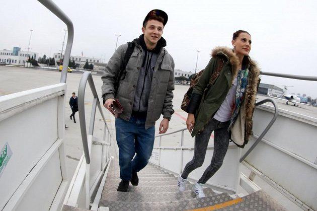 Herec Jakub Štáfek se svou přítelkyní.