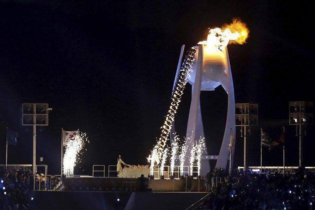 Olympijský oheň Pchjongčchangu byl zapálen.