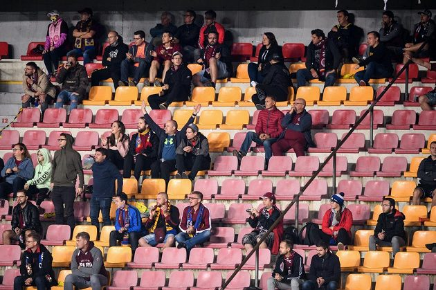 Fanoušci Sparty Praha během utkání 6. kola Fortuna ligy s Jabloncem.