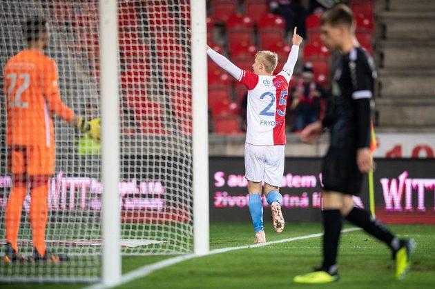 Michal Frydrych ze Slavie Praha oslavuje gól na 3:0 během utkání 4. kola MOL Cupu s Chrudimí.