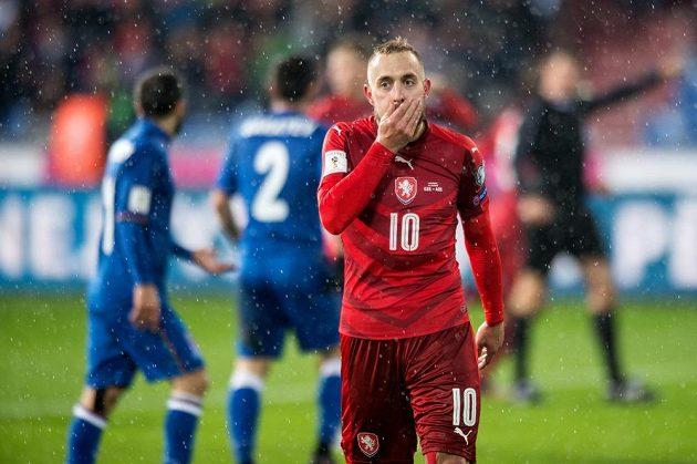 Český záložník Jiří Skalák během utkání kvalifikace MS s Ázerbájdžánem.
