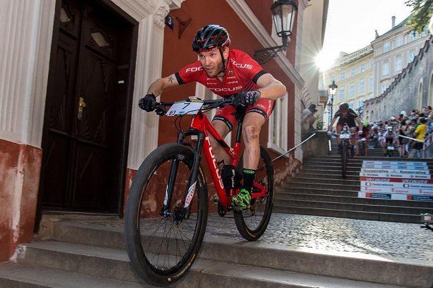 Florian Vogel ze Švýcarska během závodu horských kol Pražské schody 2016.